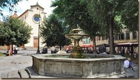 piazza di santo spirito in oltrarno